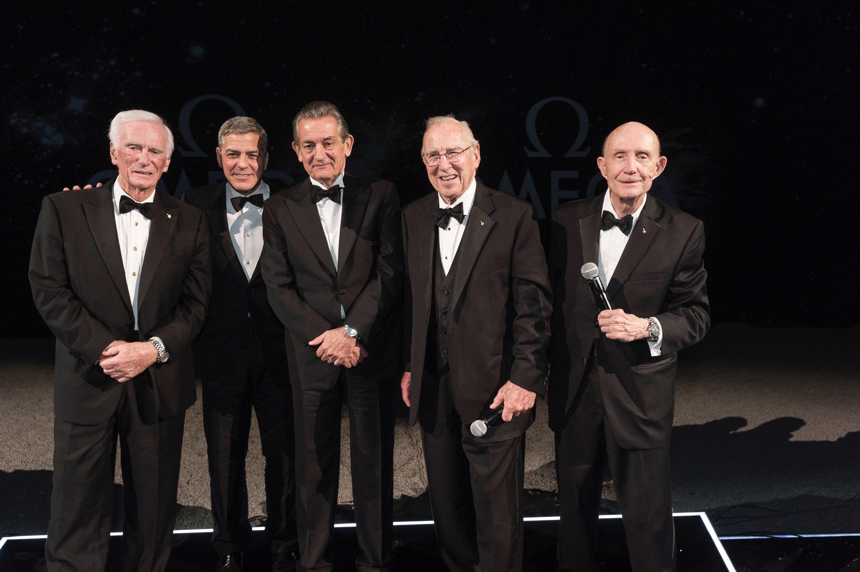 Astronauci Gene Cernan, Generał Thomas Stafford, Kapitan James Lovell, George Clooney i Stephen Urquhart