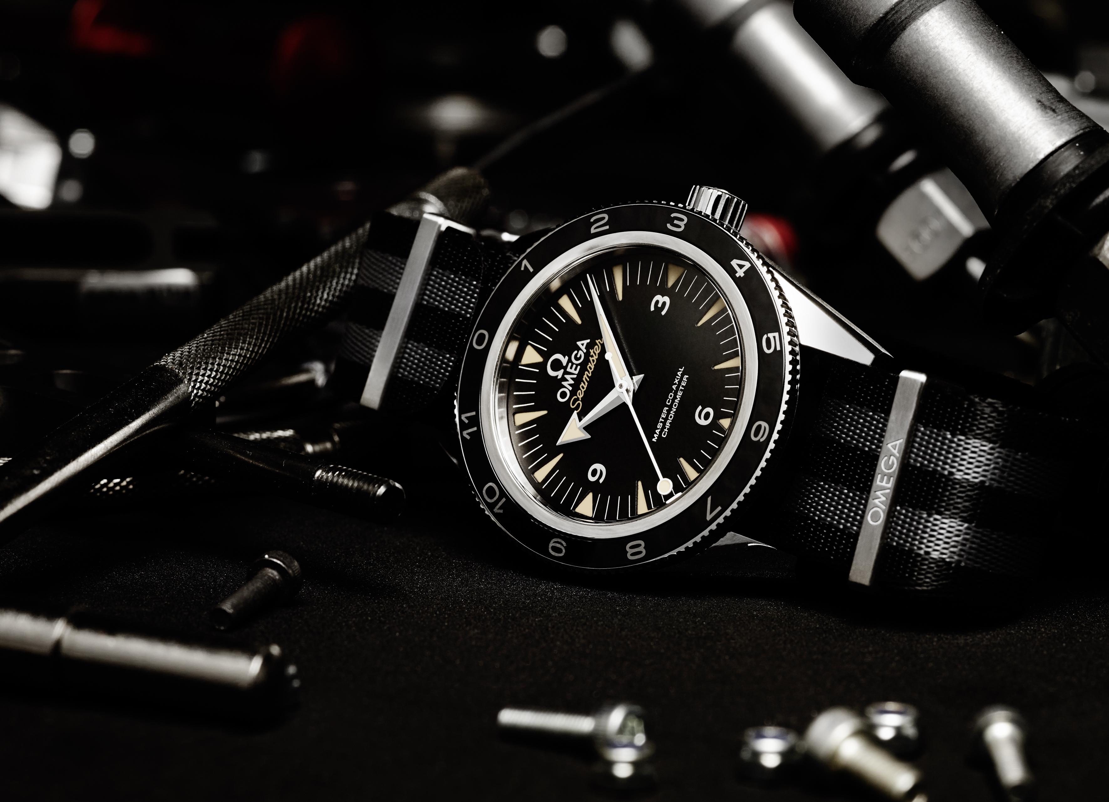 The_OMEGA_Seamaster_300_Bond_233_32_41_21_01_001