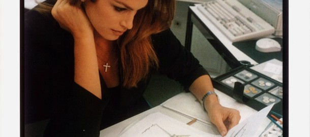 1996_Cindy_Crawford_working_on_the_Constellation_design_