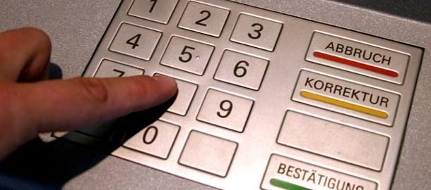 ein-bank-azubi-soll-hunderttausende-euro-von-kundenkonten-abgezweigt-haben