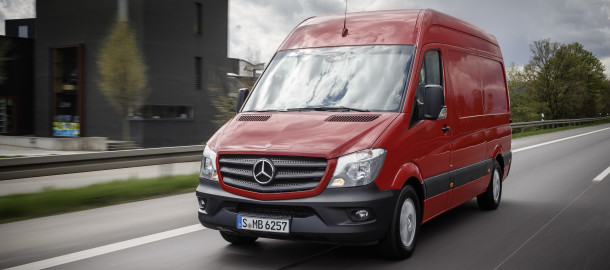 Mercedes-Benz Sprinter – 314 CDI; Exterieur; jupiterrot; OM 651 mit 105 kW/143 PS; 2,15 L Hubraum; 6-Gang-Schaltgetriebe Eco Gear; Radstand: 3665 mm; 3,5 Tonnen  Mercedes-Benz Sprinter – 314 CDI; exterior; jupiter red; OM 651 rated at105 kW/143 hp; displacement 2.15 l; 6-speed transmission Eco Gear; wheelbase: 3665 mm; gross vehicle weight of 3.5 t