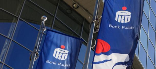 flagi-przed-centrala-pko-banku-polskiego
