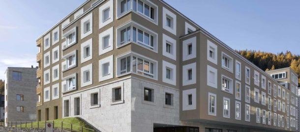 Wohnueberbauung-und-Seniorenwohnungen-Chalavus_Aussenansicht_3-1024x720