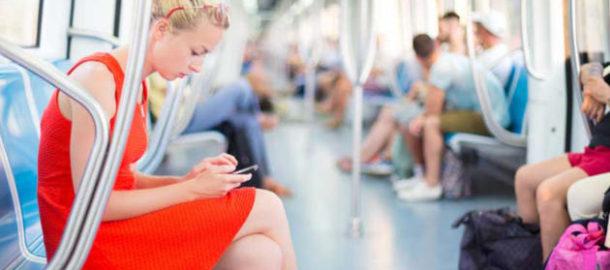 Handy-oeffentliche-Verkehrsmittel-630x353