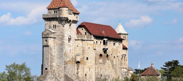 Maria_Enzersdorf_-_Burg_Liechtenstein_(1)