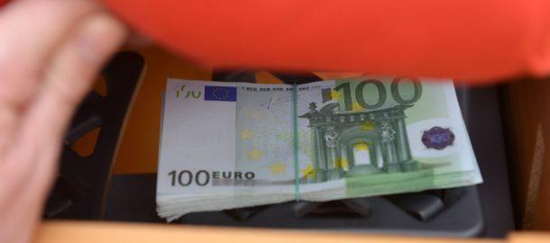 geldverstecke-geld-verstecken-jeder-dieb-kennt-zu-hause-tresor-safe-aufbewahren-wertsachen--2