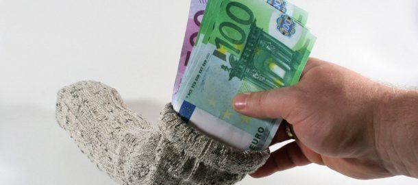 geldverstecke-geld-verstecken-jeder-dieb-kennt-zu-hause--6