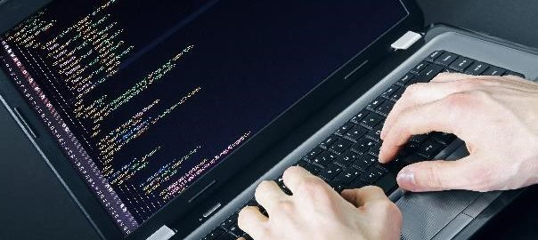 Małych firm nie stać na zatrudnienie programistów, więc stawiają na outsourcing. Raport Oferteo.pl_